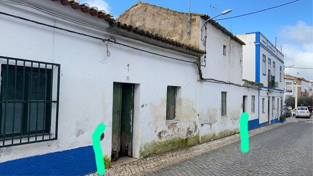 Duas casas na vila do Torrão com 400mt