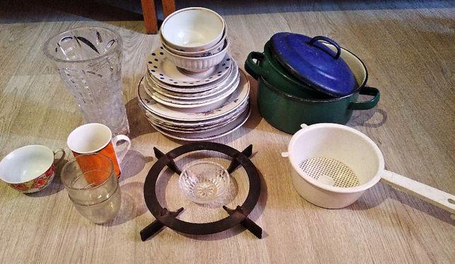 Посуда (чашки, стаканы, тарелки, кастрюли, ваза, дуршлаг)