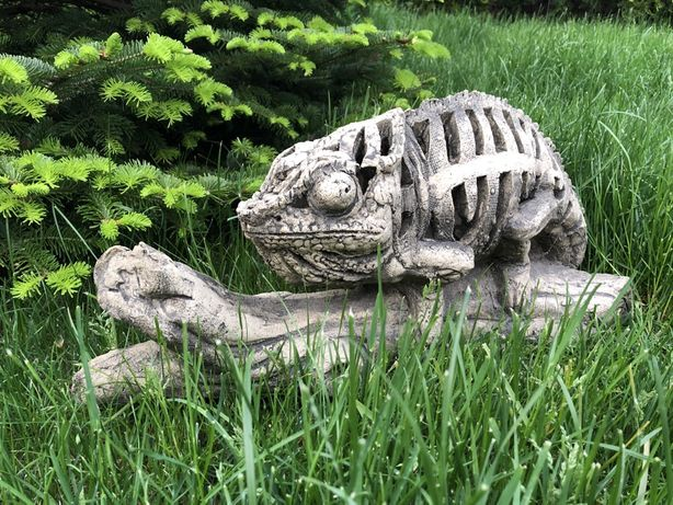 Фигурка для сада, декор для дачи, хамелеон на ветке