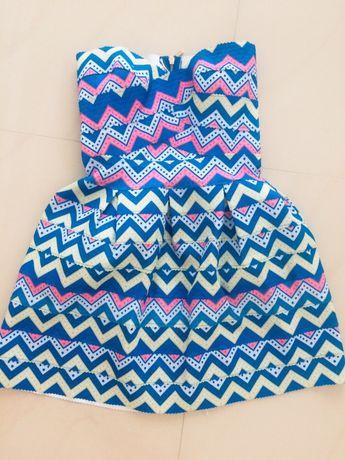 Rozkloszowna sukienka we wzory