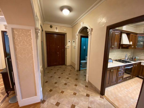 2-к квартира з ремонтом на вулиці Смаль-Стоцького