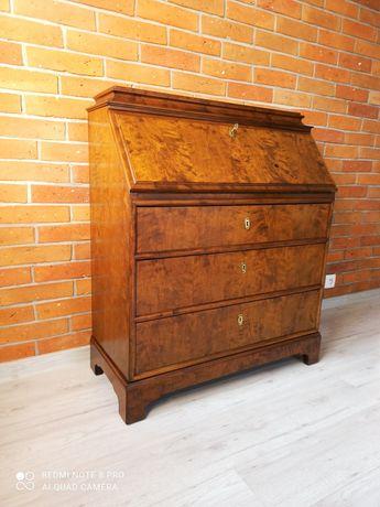 Przepiękny sekretarzyk wykonany w całości z drewna dębowego orzech