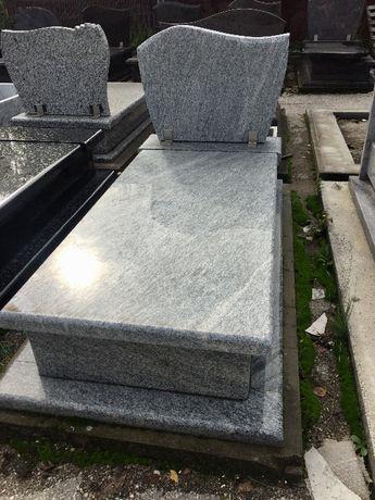 Nagrobek granitowy montaż napisy 4300 zł