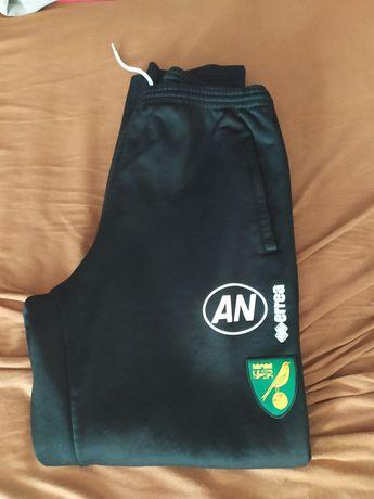Dresy spodnie errea rozmiar M/L norwich city Sport piłka nożna