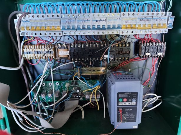 Автоматические выключатели. Hitachi x200.  Частотный преобразовател