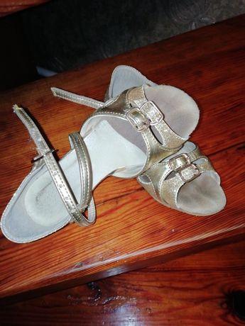 Бальні туфлі, взуття