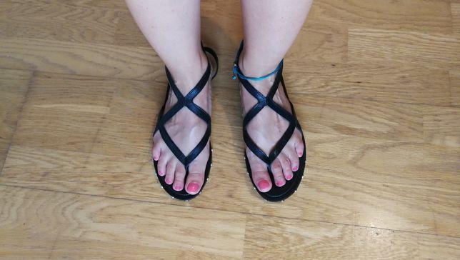 Sandálias romanas 36 pretas mango novas rasas pele