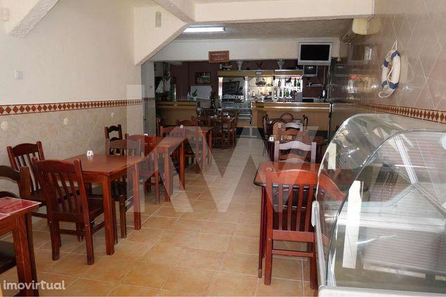 Restaurante com esplanada pronto a trabalhar em Portimão