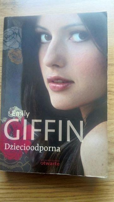 """Książka """"Dziecioodporna"""" Emily Giffin"""