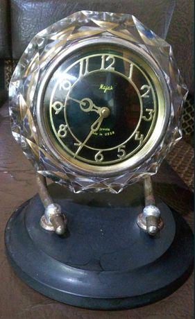 Часы механические настольные