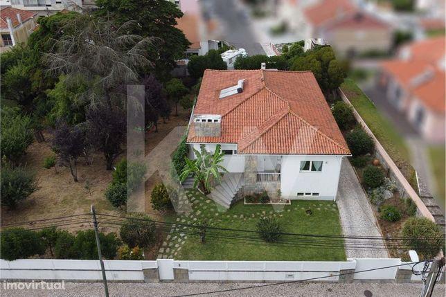 Moradia Bi-Familiar T4+2 Remodelada nos Casais de Mem-Martins - Sintra