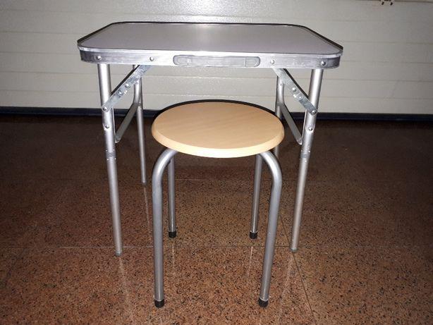 Mini mesa com banco ( novo ).