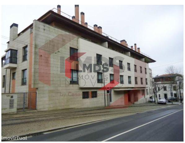 T5 Rua da Restauração (Rio Douro) - Imóvel de banco