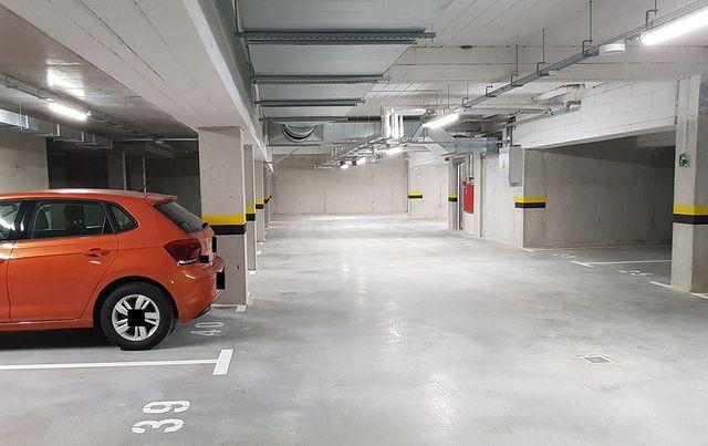 Wynajmę miejsce garażowe, 350m od ul. Głogowskiej