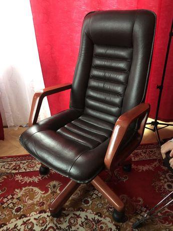 Wygodny Fotel biurowy skórzany Jak NOWY