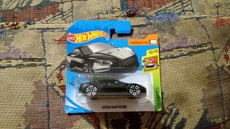Коллекционная машинка Hot Wheels Aston Martin DBS