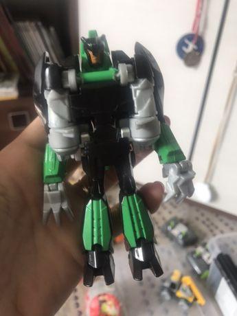 Transformers zmieniajacy sie w dinozaura