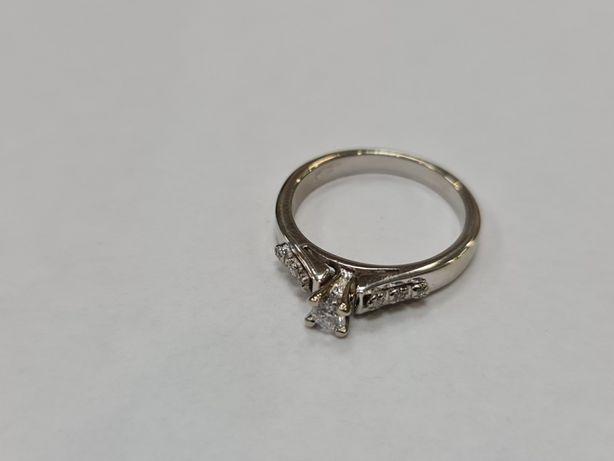7 brylantów! Piękny złoty pierścionek damski/ 585/ 3.4 gram/ R14 Ideał