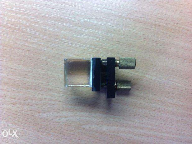 Куб для сведения лазера в проекторе с юстировкой