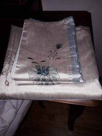OBNIŻKA- TANIOCudowna  pościel  z pięknym kwiatowym haftem-220 ×200cm.