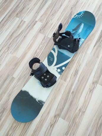 Deska snowboardowa z wiązaniami o długości 144cm