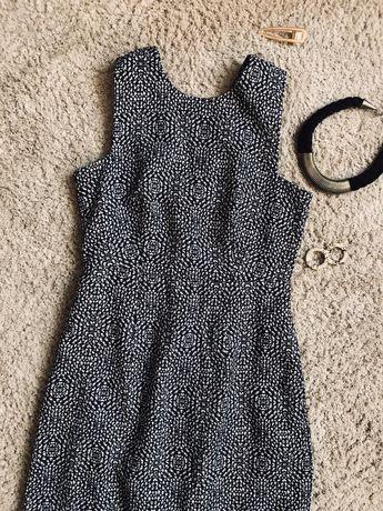 Платье короткое h&m с круглым вырезом на замке теплое сукня