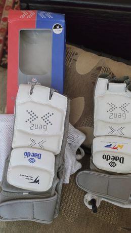 Для Тхеквондо б/у. Электронные футы жилеты, защита и другое