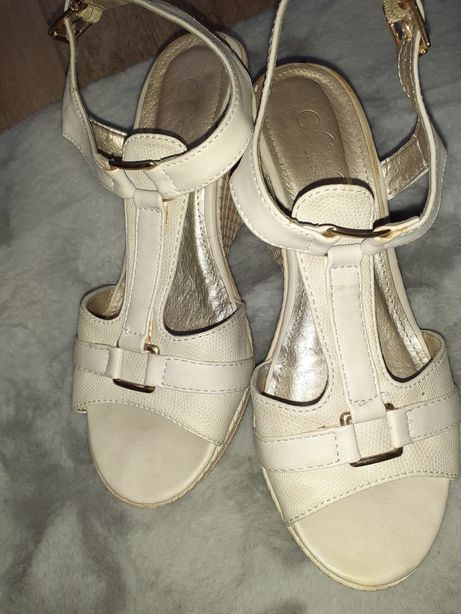 Sandały na koturnie Clara Barson 36 / 37