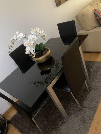 Mesa em vidro com 4 cadeiras