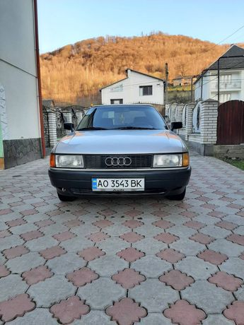 Audi 80,легковий автомобіль
