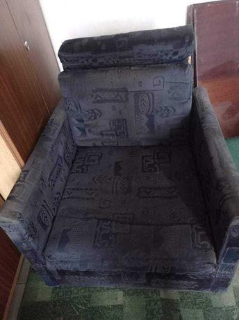 Fotel PRL w dobrym stanie