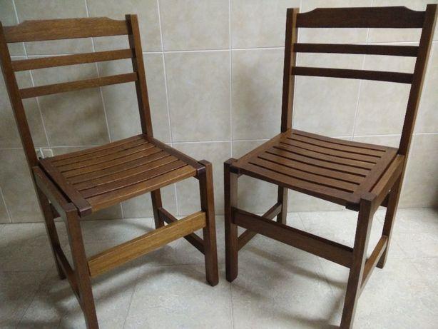 Cadeira em madeira cor carvalho (usada)