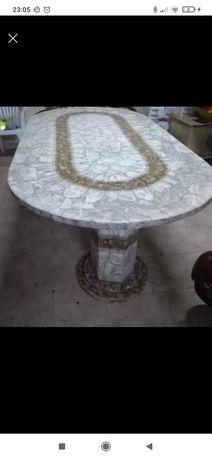 Mesa em Pedra e brilhante