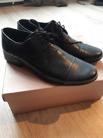 Eleganckie czarne buty skórzane ⁶chłopięce 38