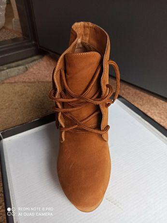 Продам жіночі ботинки