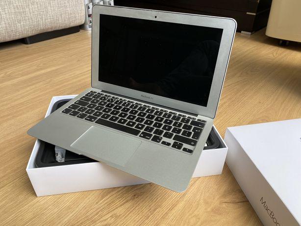 "Macbook Air 11""- 1.6GHz Intel Core i5 (ano 2015)"