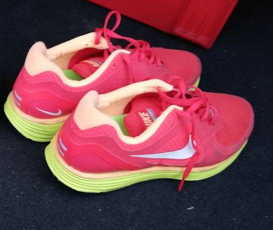 Tenis Nike em muito bom estado