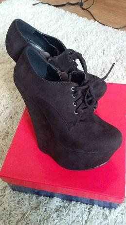 Замшевые ботиночки на платформе
