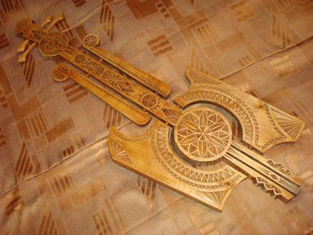 Неординарное деревянное панно ручной работы - Гитара, в т.ч. ключница