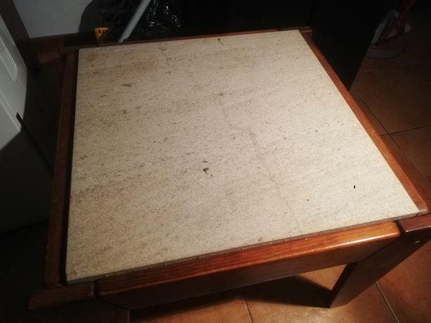 Mesa com tampo em pedra