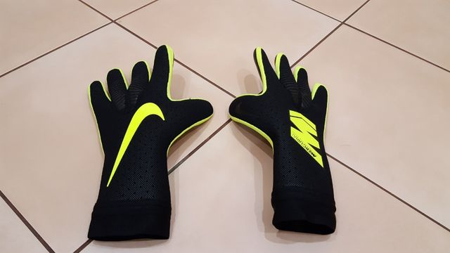 Nowe rękawice bramkarskie Nike Mercurial Touch Elite 8 9