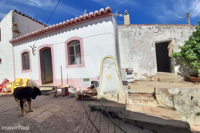 Moradia Centenária para Remodelar- Monte Vascão