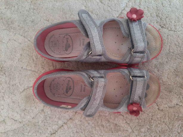 Dziewczęce Panfofelki kapcie pantofle Renbut rozmiar 30