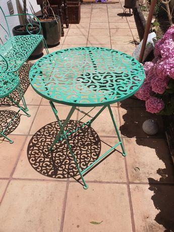 cadeiras mesa e banco de jardim