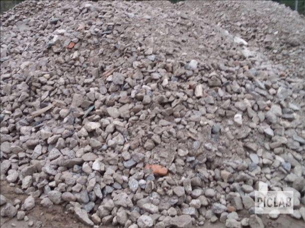 Gruz kruszony betonowy oraz ceglano-betonowy. Kruszywa, piach, ziemia.
