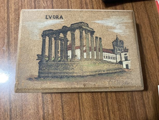 Caixa em cortiça alusiva a Evora