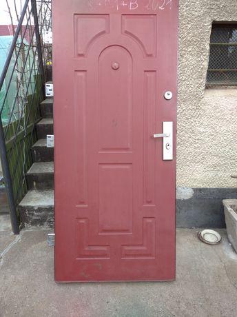 Drzwi wejściowe 90