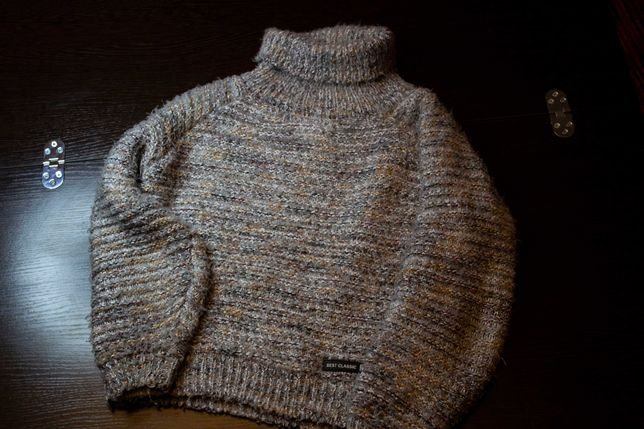 мягкий-серый свитер
