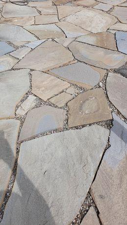 Kamienne płyty chodnikowe tarasowe