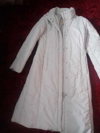 Płaszcz zimowy bialy